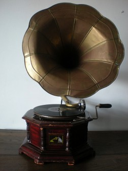 Gramofon ''His Master's Voice''
